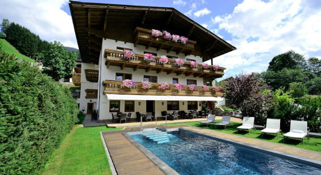 Hotel Sonnegg Saalbach exterior view and pool summer